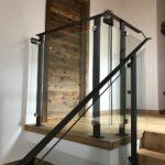 Parapetto scala in vetro con corrimano in ferro